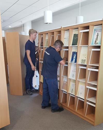 Démontage des étagères de revue